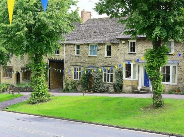 141 The Hill, Burford in Oxfordshire