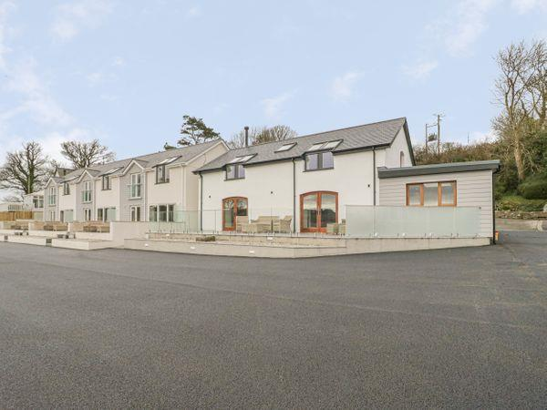 Yr Hen Stabl, Porthllongdy from Sykes Holiday Cottages