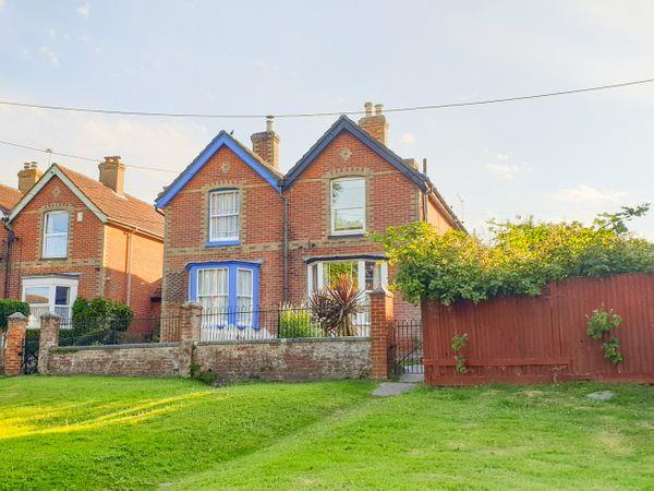 1 Willow Cottages in Isle of Wight