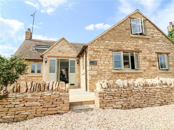 12 Manor Farm Close in Oxfordshire