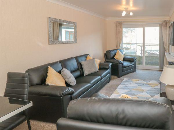 2 Dartside Court in Devon