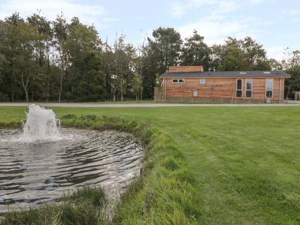 9 Meadow Retreat, Dobwalls with hot tub