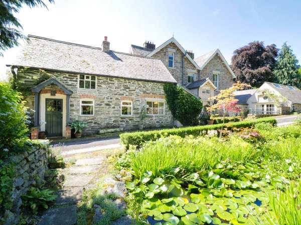 Aber Clwyd Manor from Sykes Holiday Cottages