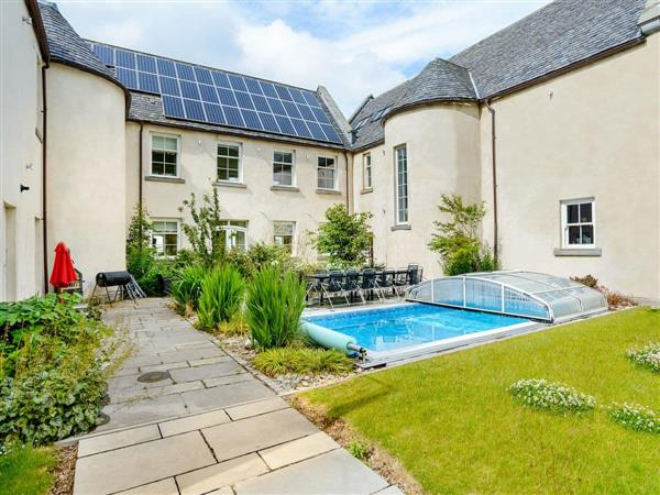 Alexander House - East Wing, Auchterarder, Perthshire with hot tub
