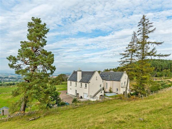 Alexander House - West Wing, Auchterarder, Perthshire with hot tub