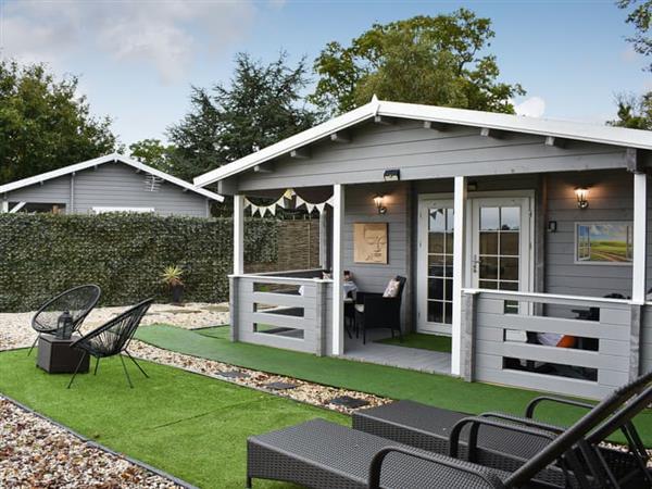 Angel Cottage Log Cabins - Sunset Log Cabin in Boxford, near Sudbury, Suffolk