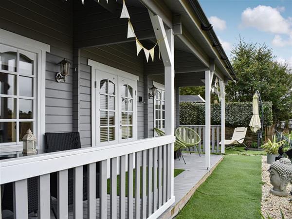 Angel Cottage Log Cabins - The Retreat in Boxford, near Sudbury, Suffolk