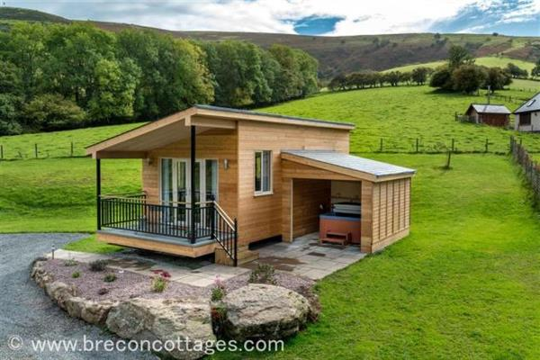 Apple Tree Lodge in Powys