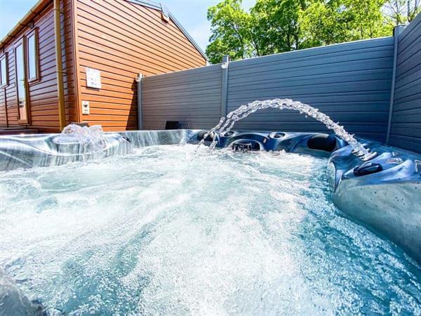 Ascot Lodge, Felton, Northumberland with hot tub