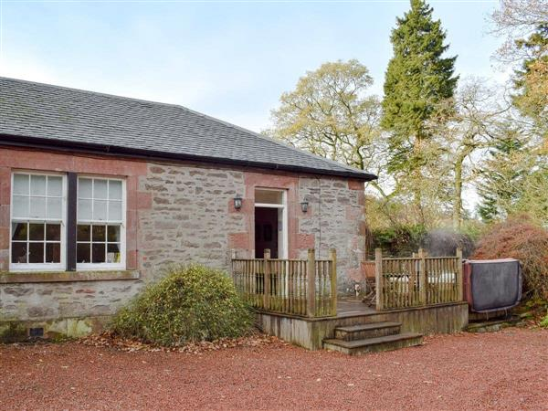 Auchendennan Farmhouse - Rose Cottage in Dumbartonshire