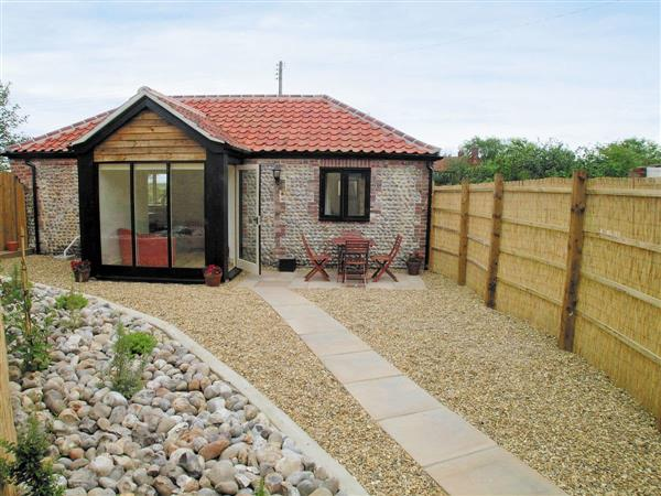 Bacton Hall Holiday Cottages - Apple Barn in Norfolk