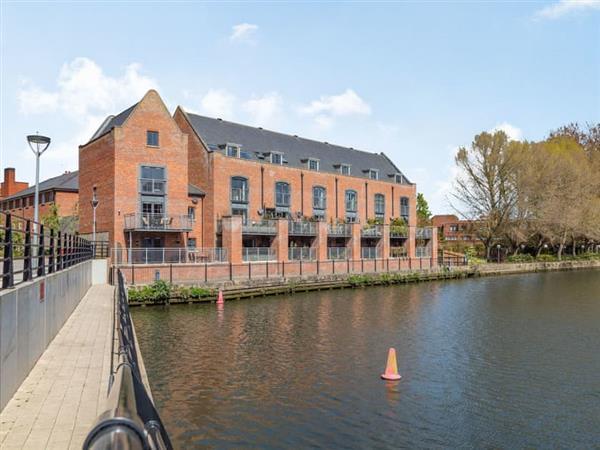 Baltic Wharf, Norwich, Norfolk with hot tub