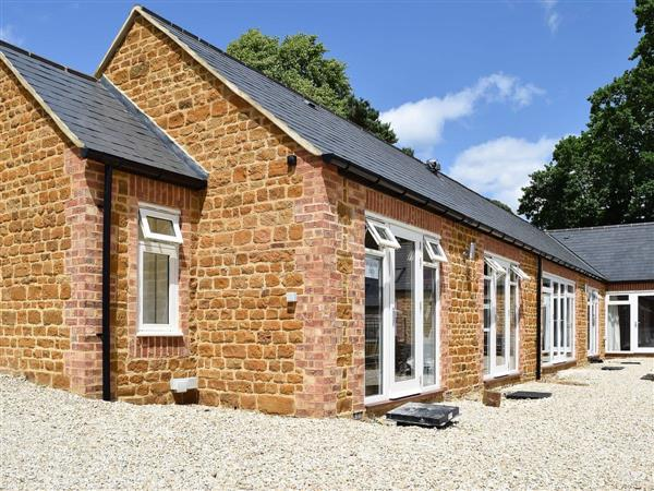 Bay Tree Cottage Accommodation - Bakers Den in Northamptonshire