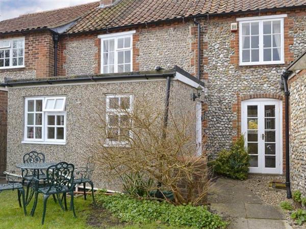 Blakeney Quayside Cottages - Hollyhock Cottage in Norfolk