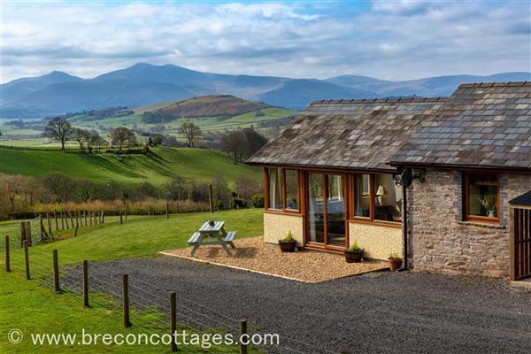Box Barn Cottage in Llandefaelog Fach, Powys