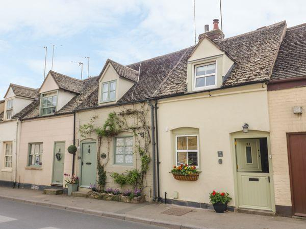 Bumble Cottage in Gloucestershire
