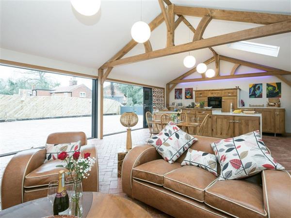 Bumblebee Cottage, Geldeston, near Beccles, Norfolk with hot tub