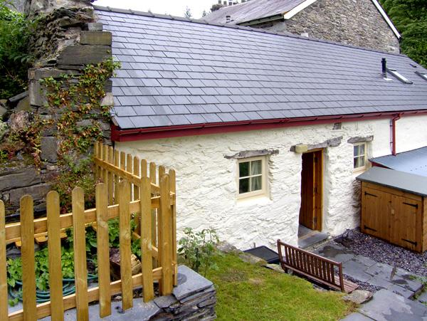 Bwthyn-y-Pair from Sykes Holiday Cottages
