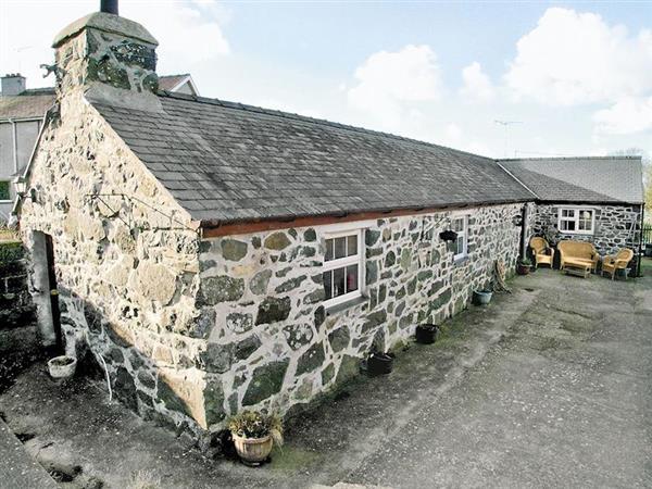 Cae Bach Cottage in Gwynedd