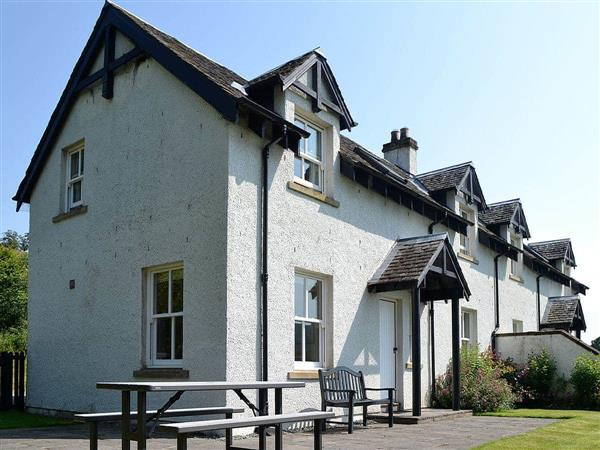Cally Farm Cottages - Heather Lodge in Ballintuim, near Blairgowrie, Perthshire