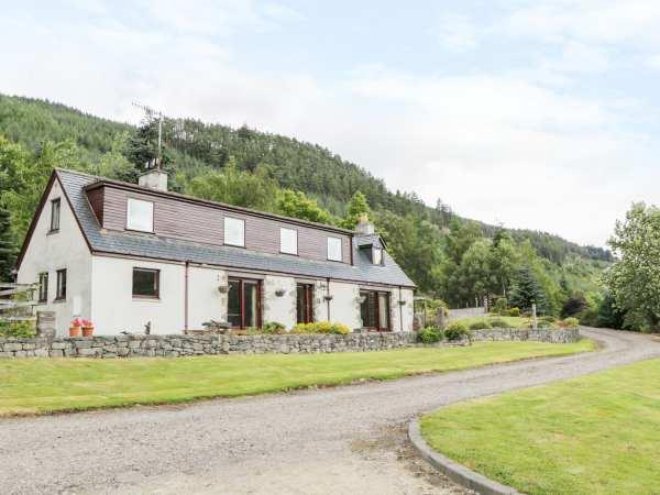 Carnoch Farm Cottage in Inverness-Shire