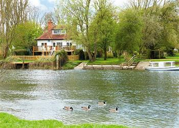 Chalmore Hole Ferry House in Oxfordshire