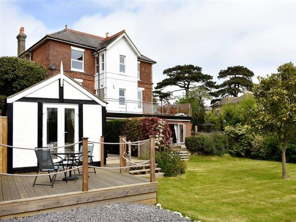 Clarence House Holiday Apartments - Helena Apartment in Isle of Wight