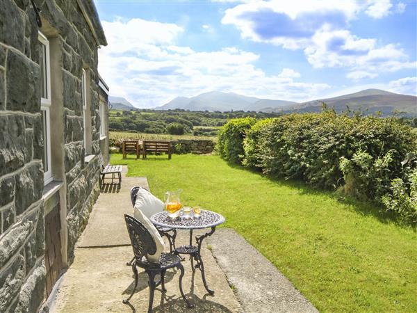 Coed Bolyn Lodge in Llanrug, Gwynedd