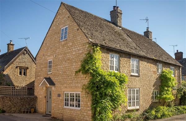 Corner Cottage in Gloucestershire