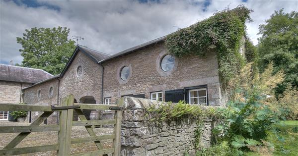Courtyard Cottage in Powys