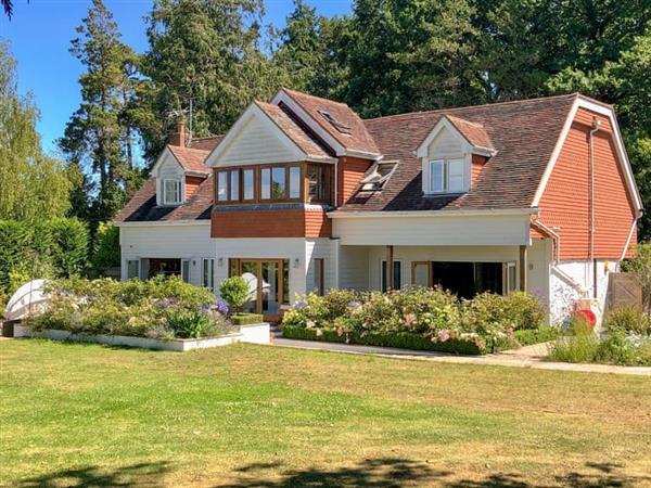 Cryals - Cryals Lodge in Matfield, Kent