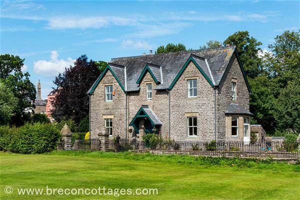 Dinas Lodge in Brecon Town, Powys