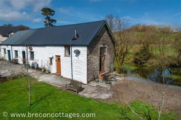 Dolfan Barn Studio in Powys