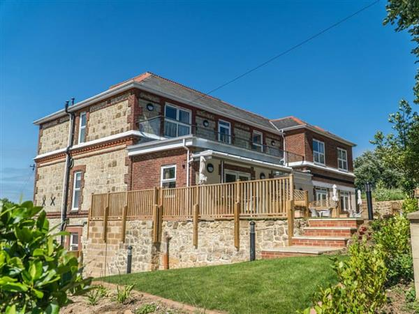 Dove Court Holiday Apartments - Fir Apartment in Isle of Wight
