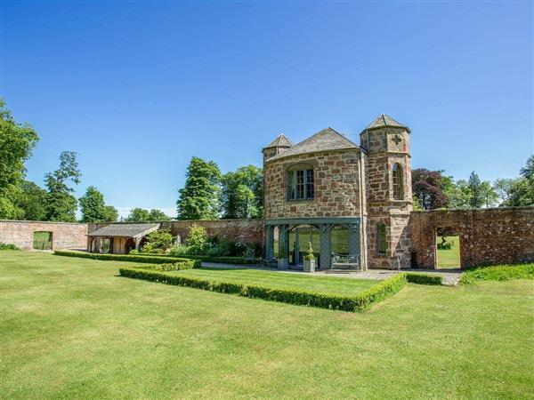 Fasque Castle Cottages - Garden Rooms, Fettercairn, near Laurencekirk, Aberdeenshire