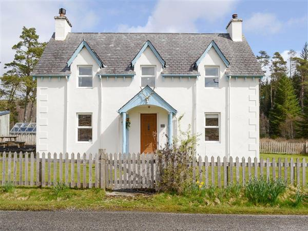 Glenrossal Cottages - Keepers House in Sutherland