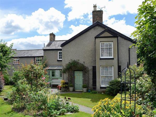 Green Villa in Clwyd