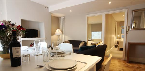 Greyhound Apartment in London