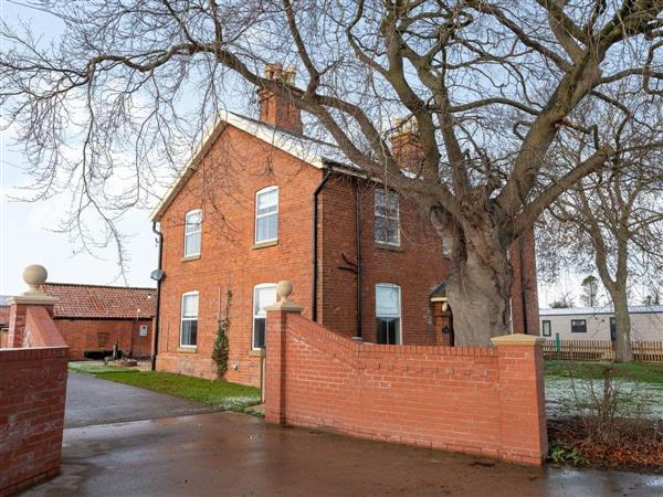 Helsey Farm Holiday Cottages- Helsey House in Helsey, near Skegness, Lincolnshire