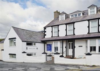 Henfaes House - Enlli in Gwynedd