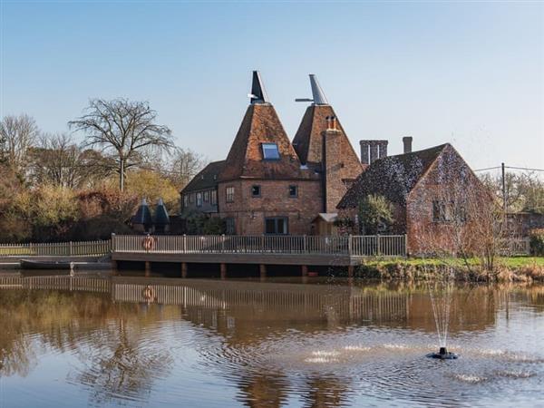 Hornes Place Oast in Kent