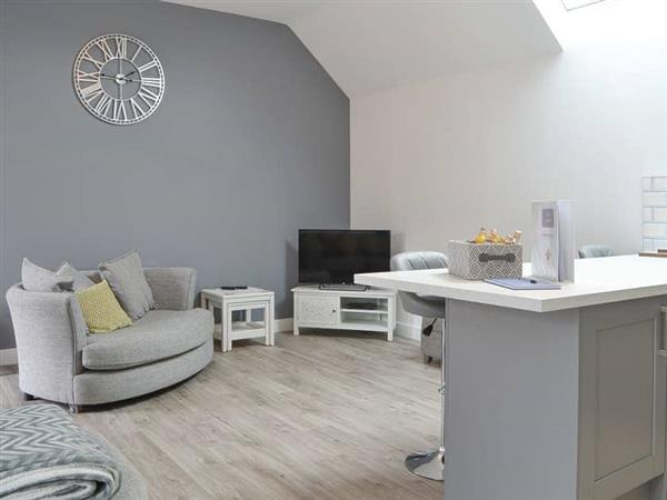 Hoxne Cottages - Poppy Cottage, Strensall, near York, North Yorkshire with hot tub