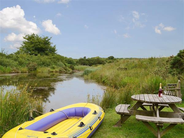 Lake Villa Holiday Cottages and Hidden Lakes - Nuthatch Cottage in Devon