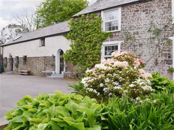 Lake Villa Holiday Cottages and Hidden Lakes - Swallow Barn in Devon