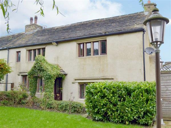 Law Farm Cottages - Wisteria Cottage in West Yorkshire