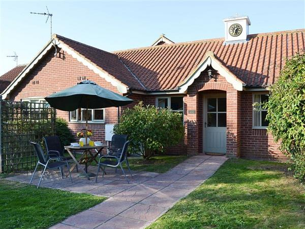 Lily Broad Cottage, Rollesby, near Great Yarmouth, Norfolk with hot tub