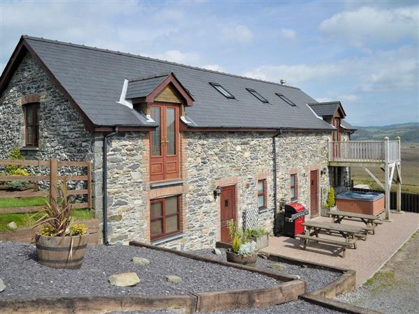 Llwynywynau Isaf Barn in Dyfed