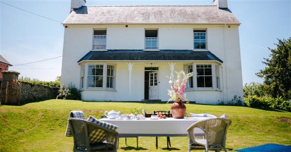Llynfi Farmhouse in Powys