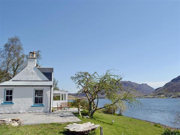 Loch Shore Cottage in Ross-Shire