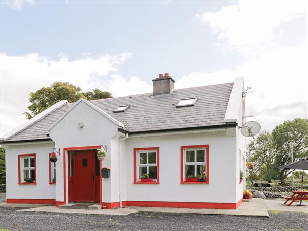 Lough Mask Road Fishing Cottage in Mayo